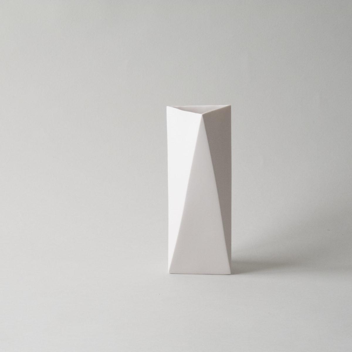 Xarrón Triangle. Ojea Studio.